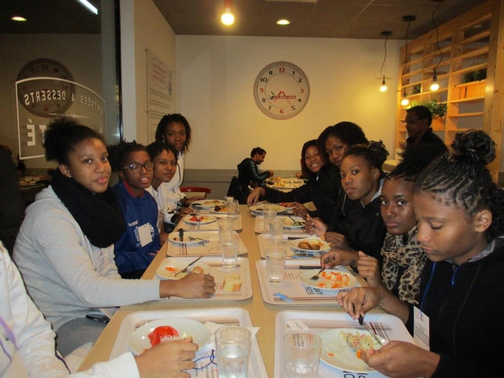 Les filles au restaurant