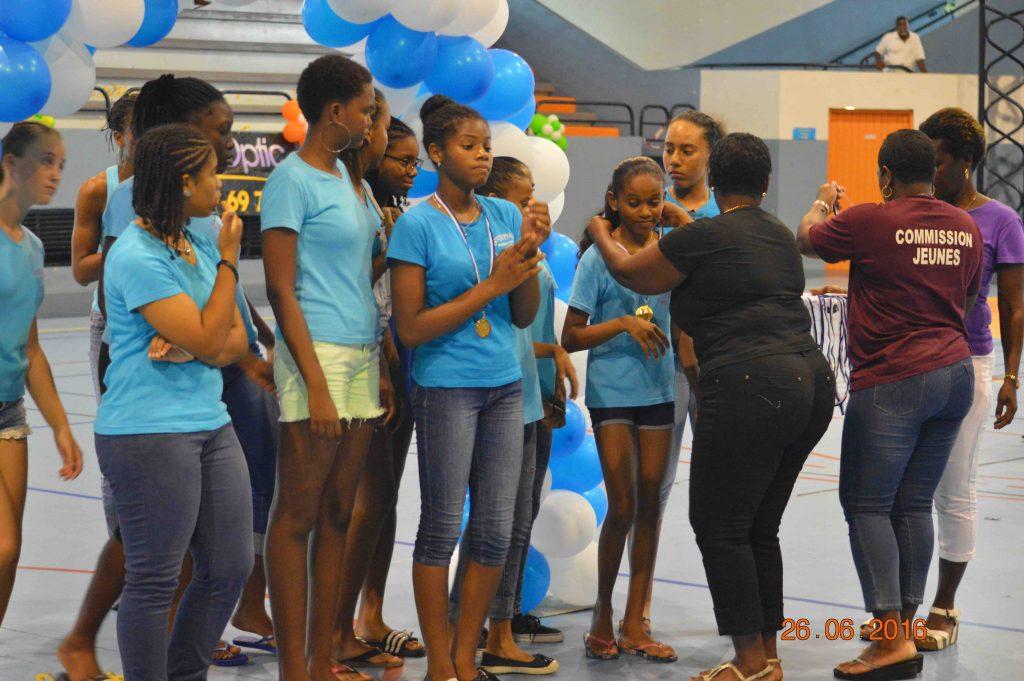 Remise médailles aux championnes Antilles U14 : l\'Intrépide HBC