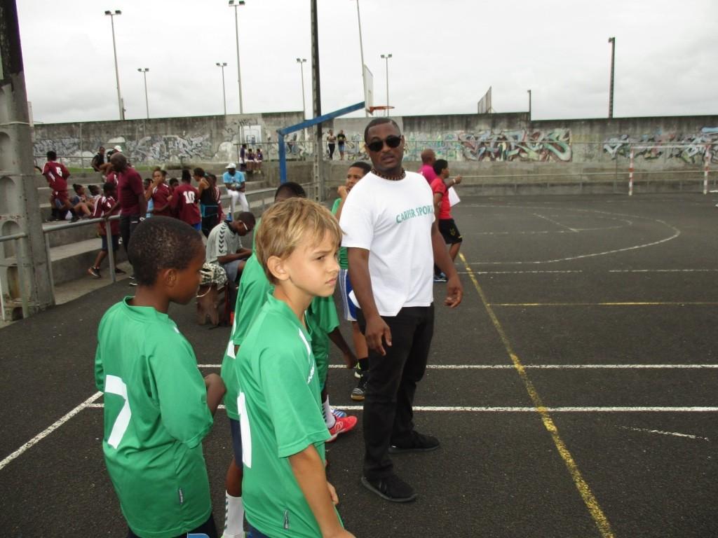 Le coach Fredooo et ses U12 de l'ASC Ducos