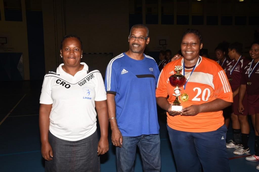 Le Sporting Club Lamentinois reçoit sa Coupe de Champion